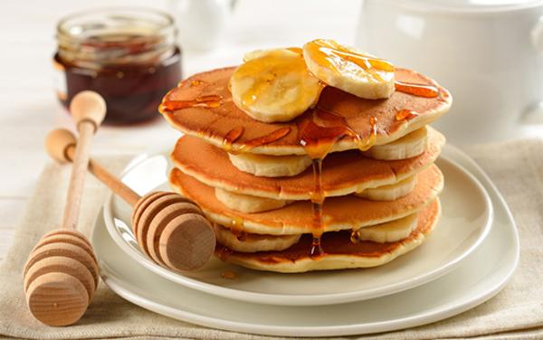 Làm bánh pancake bằng chảo chống dính