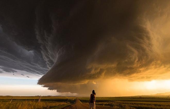 Hãy tự quẳng mình vào cuộc đời nhiều giông bão