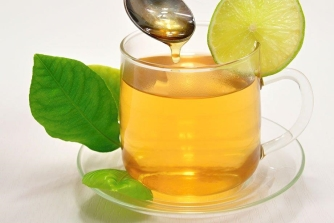 Lý do bạn uống trà xanh mật ong hàng ngày